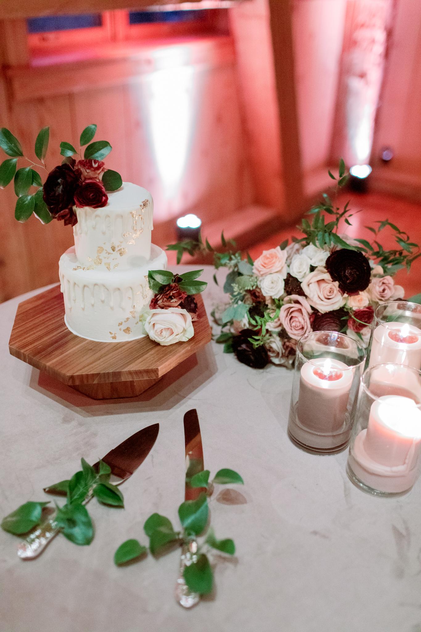 Devils-Thumb-Ranch-Tabernash-Colorado-Winter-Wedding-Cake-Table