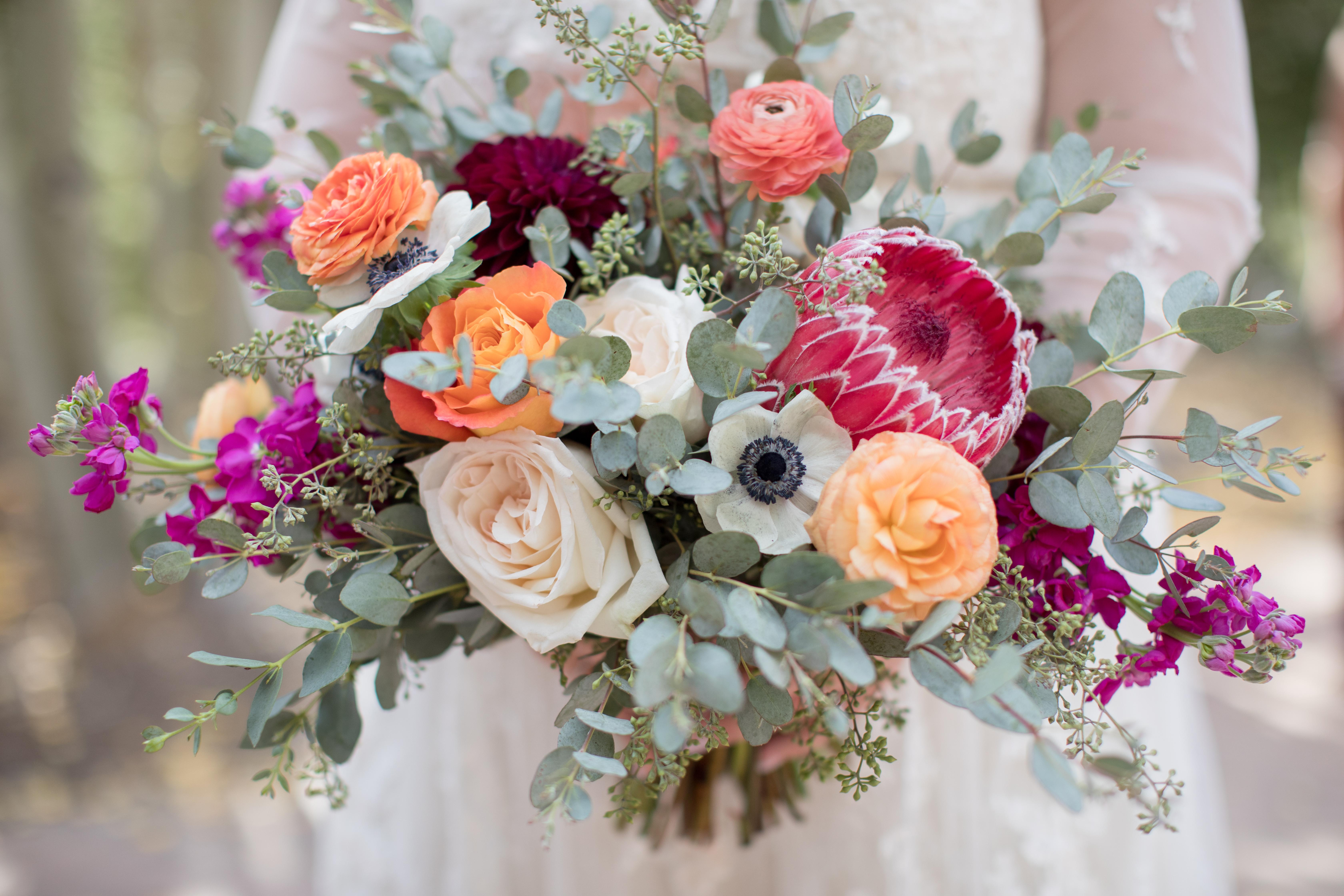 Private-Home-Rental-Wedding-VRBO-Fall-Breckenridge-Colorado-Blue-Lakes-Bride-Bouquet