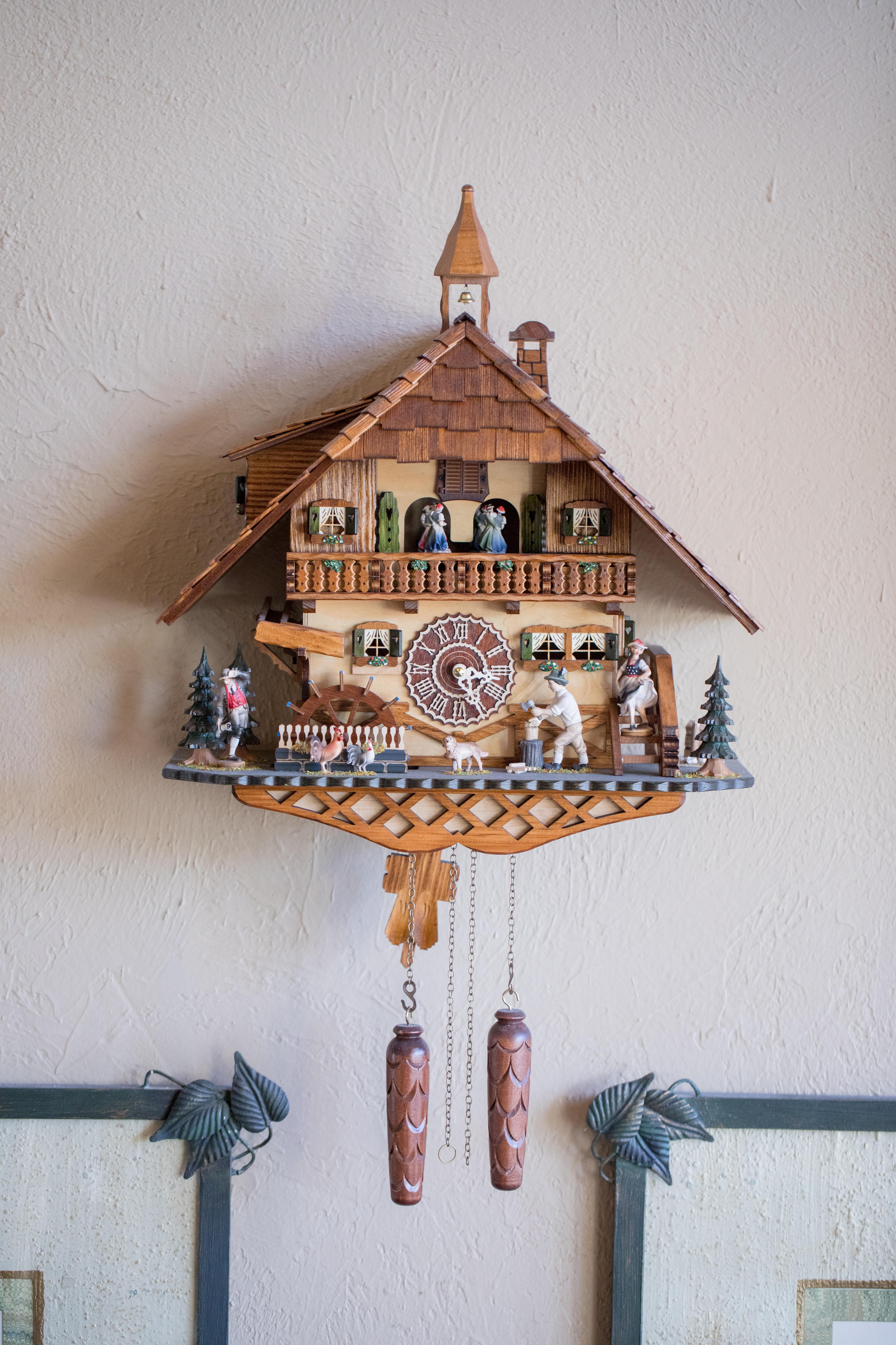 Private-Home-Rental-Wedding-VRBO-Fall-Breckenridge-Colorado-Bride-and-Groom-Clock