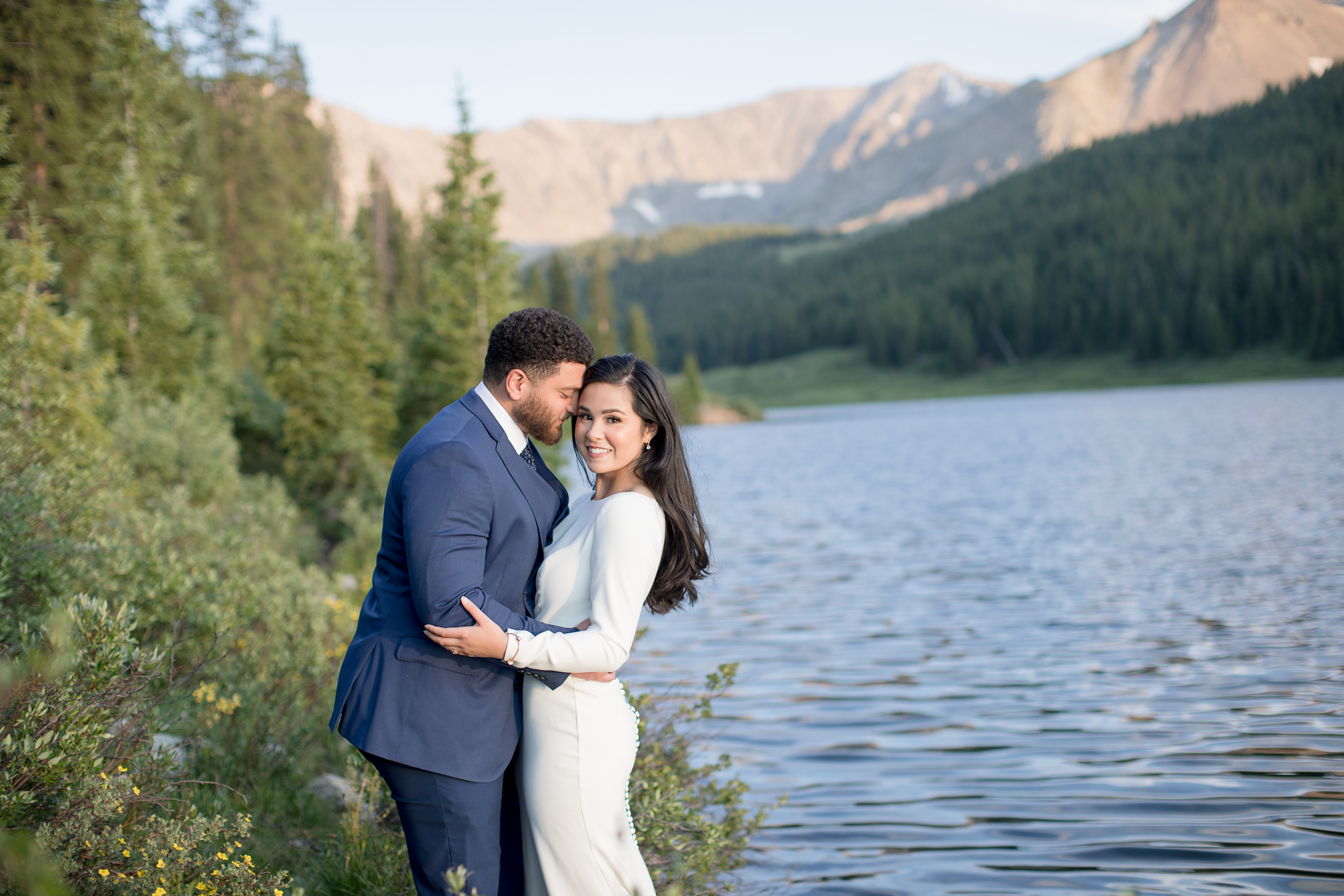 Clinton-Gulch-Reservoir-Breckenridge-Colorado-Elopement-Bride-and-Groom-Mountain-and-Lake