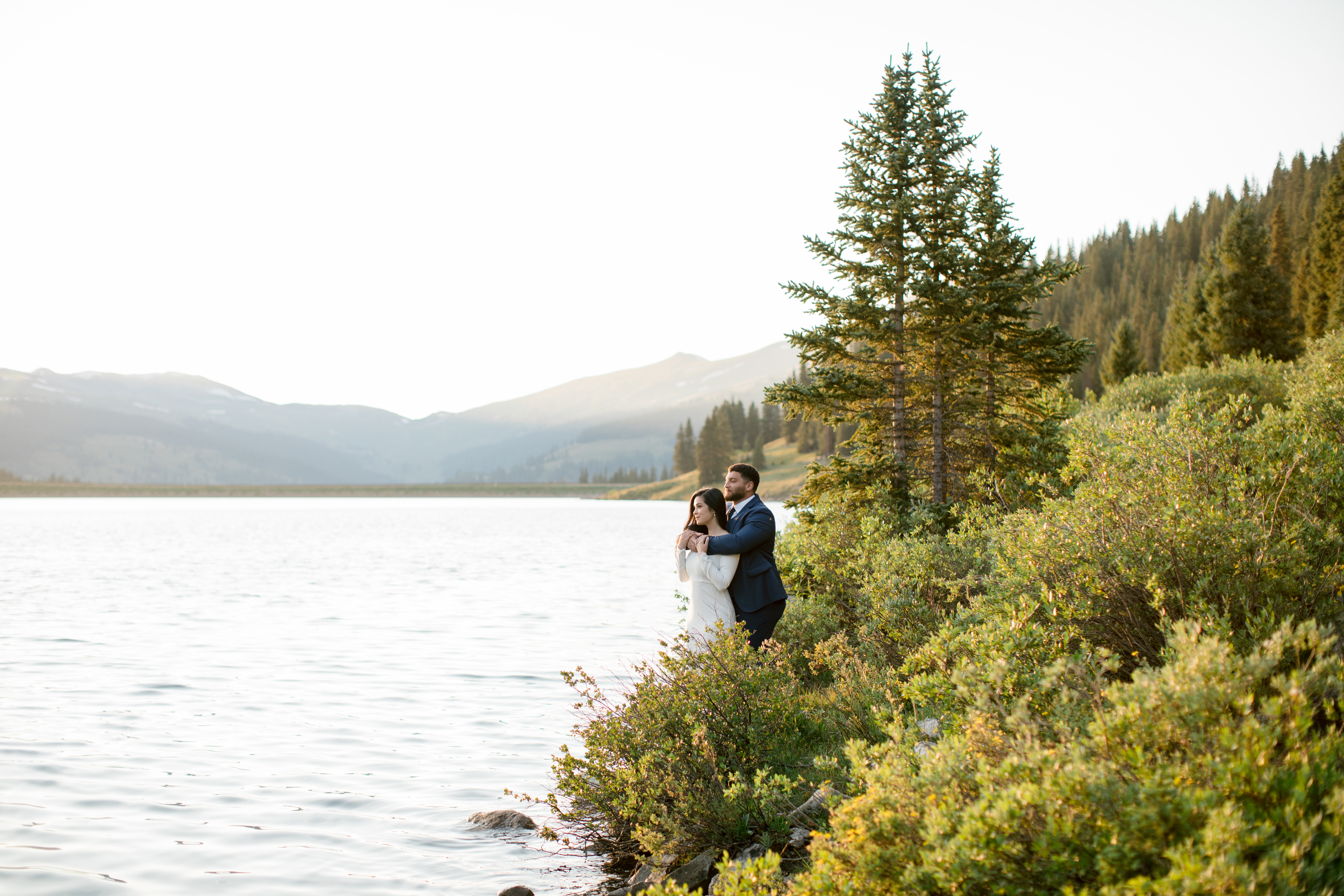 Clinton-Gulch-Reservoir-Leadville-Colorado-Elopement-Bride-and-Groom-Mountain-and-Lake